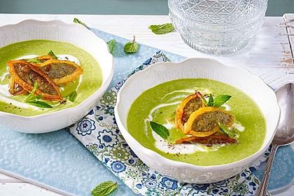 Erbsen-Minz-Suppe mit Maultaschenstreifen