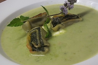 Erbsen-Minz-Suppe mit Maultaschenstreifen 1