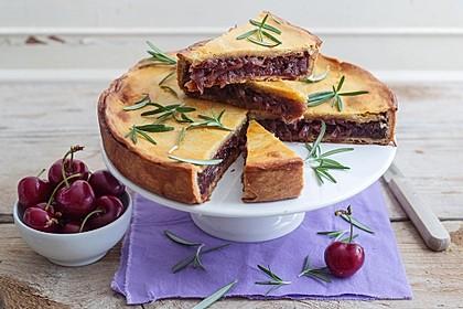 Gedeckter Zwiebelkuchen mit Schalotten