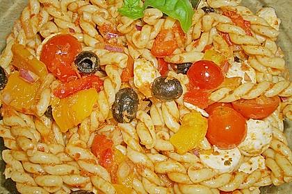 Mediterraner Spaghettisalat mit Pesto rosso 21