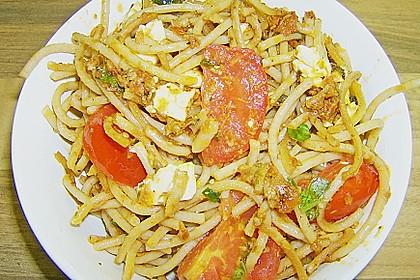 Mediterraner Spaghettisalat mit Pesto rosso 25