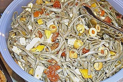 Mediterraner Spaghettisalat mit Pesto rosso 29
