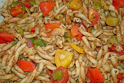 Mediterraner Spaghettisalat mit Pesto rosso 22