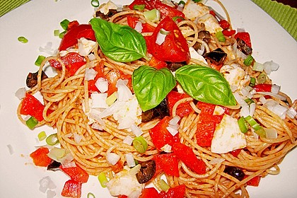 Mediterraner Spaghettisalat mit Pesto rosso 10