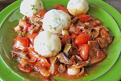 Kräuterknödel mit Tomaten - Champignon - Soße 1