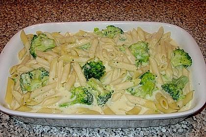 Brokkoli - Nudelauflauf mit Kräuter - Schmelzkäsesoße 29