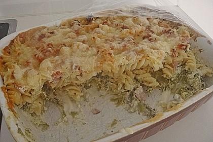 Brokkoli - Nudelauflauf mit Kräuter - Schmelzkäsesoße 54