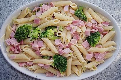 Brokkoli - Nudelauflauf mit Kräuter - Schmelzkäsesoße 9