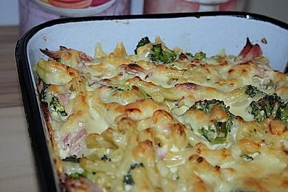 Brokkoli - Nudelauflauf mit Kräuter - Schmelzkäsesoße 8