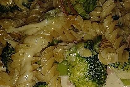 Brokkoli - Nudelauflauf mit Kräuter - Schmelzkäsesoße 24