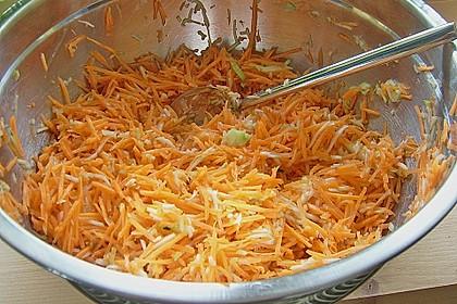 Zucchini-Möhren Puffer mit Kräuter-Joghurt Creme 61