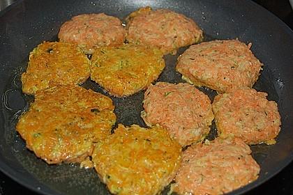 Zucchini-Möhren Puffer mit Kräuter-Joghurt Creme 63