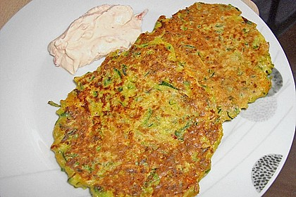Zucchini-Möhren Puffer mit Kräuter-Joghurt Creme 7