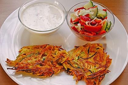 Zucchini-Möhren Puffer mit Kräuter-Joghurt Creme 5
