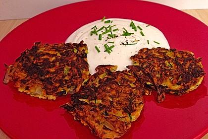 Zucchini-Möhren Puffer mit Kräuter-Joghurt Creme 59