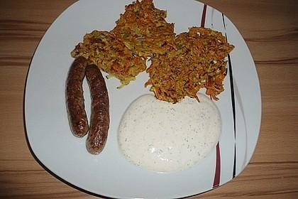 Zucchini-Möhren Puffer mit Kräuter-Joghurt Creme 65