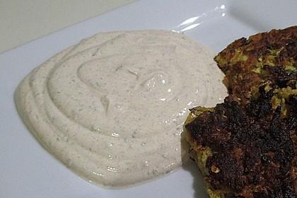 Zucchini-Möhren Puffer mit Kräuter-Joghurt Creme 13