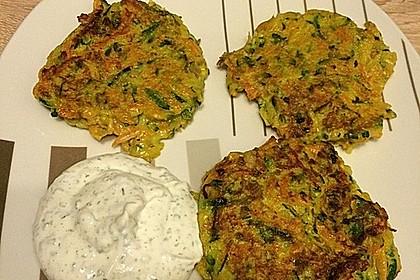 Zucchini-Möhren Puffer mit Kräuter-Joghurt Creme 0