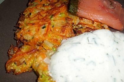 Zucchini-Möhren Puffer mit Kräuter-Joghurt Creme 9