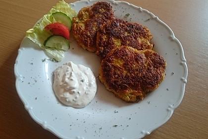 Zucchini-Möhren Puffer mit Kräuter-Joghurt Creme 1