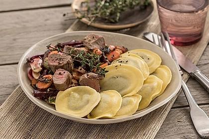 Tortelli mit Lammfilet und Ofengemüse
