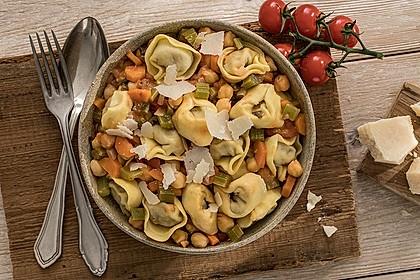 Tortelloni mit Kichererbsen-Bolognese