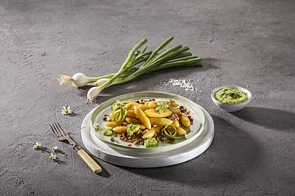 Mandelpfanne mit Frühlingszwiebel-Pesto