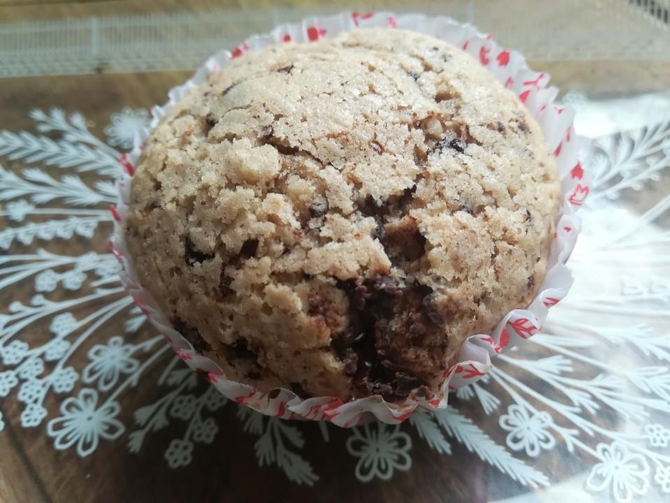 vegane muffins mit schokolade und gehackten mandeln von kuchenguerila. Black Bedroom Furniture Sets. Home Design Ideas