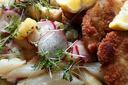 Spargel-Zuckerschoten-Kartoffelsalat mit Schnitzeln