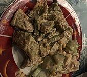 Maultaschenpfanne mit grünem Spargel (Bild)