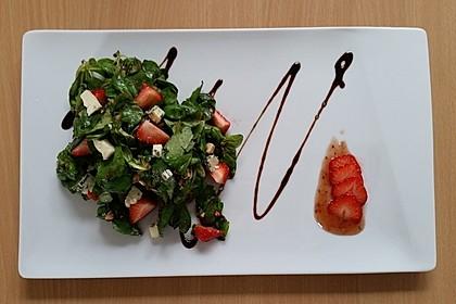 Salat mit Blauschimmelkäse und Erdbeeren 1