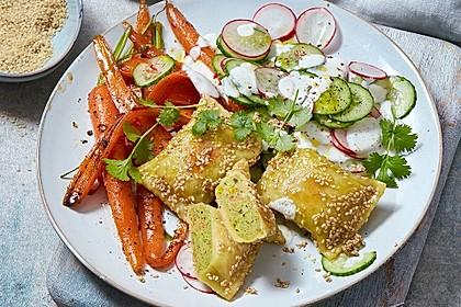 Sesam-Maultaschen zu Honig-Chili-Möhren
