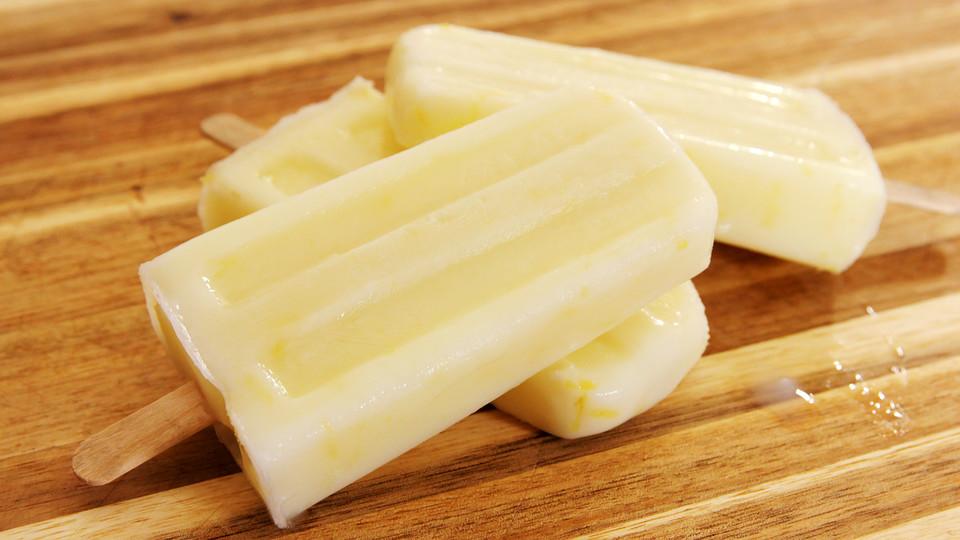 Zitronen-Buttermilch-Popsicles