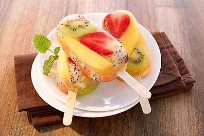Fruchteis am Stiel