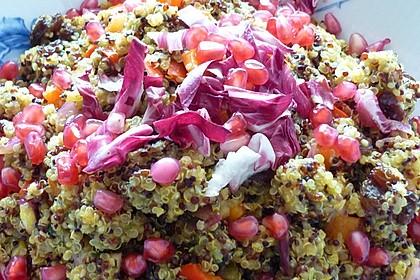 Orientalischer Quinoa-Salat mit Granatapfelkernen