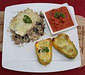 Gefüllte Paprika mit Ei, Schafskäse und Zucchini (Bild)