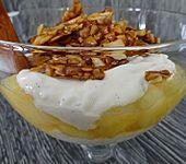 Apfel-Joghurt-Dessert im Glas mit griechischem Joghurt (Bild)