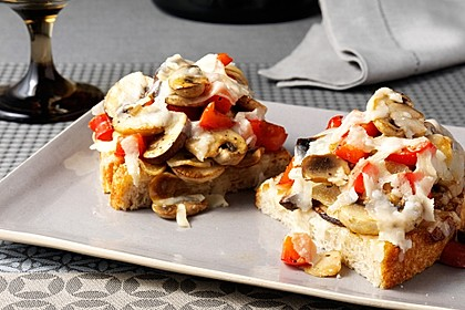 Bruschetta mit Pilzen und Grana Padano
