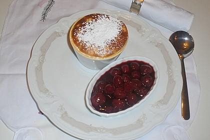 Milchreis-Soufflé mit Kirschkompott (Bild)