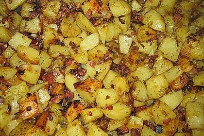 Kartoffelwürfel aus dem Bräter mit Tondeckel 1