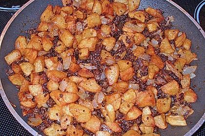 Kartoffelwürfel aus dem Bräter mit Tondeckel 2