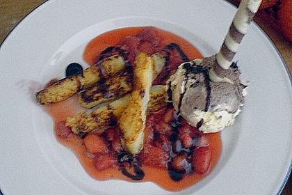 Karamellisierter Spargel mit Erdbeeren und Vanilleeis 16