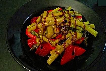 Karamellisierter Spargel mit Erdbeeren und Vanilleeis 8