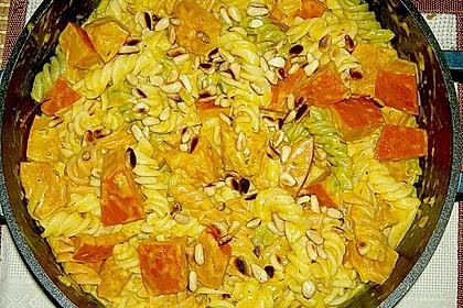 Pasta mit Kürbis und Pinienkernen 1