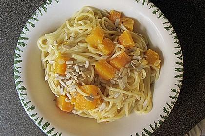 Pasta mit Kürbis und Pinienkernen 5