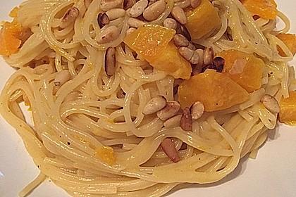 Pasta mit Kürbis und Pinienkernen 2