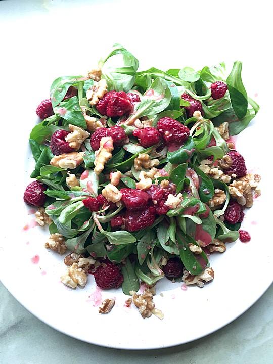 Salat himbeeren walnusse