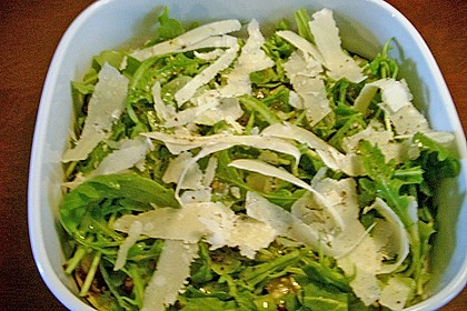 Gegrillte Auberginen mit Rucola und Parmesan