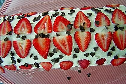 Erdbeer-Sahnerolle 11