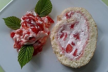 Erdbeer-Sahnerolle 18